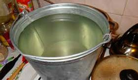 Приготавливаем раствор Кукарачи в ведре